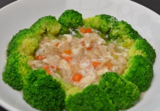 Stir fried broccoli  with crab meat.