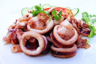 Stir fried squid with pepper & garlic.