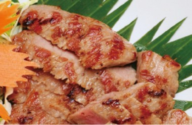 Grilled pork with dry chili sauce.